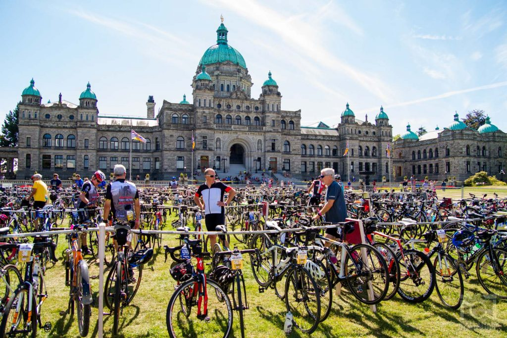 LegislativeLawn_TourDeVictoria